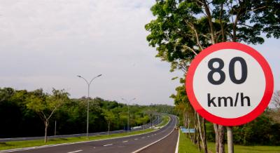 Como economizar gasolina respeite os limites de velocidade