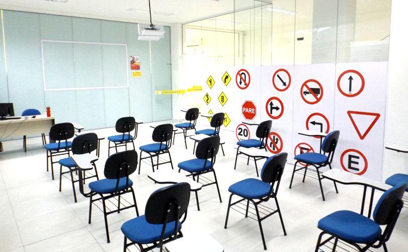 CNH auto escola sala de aula