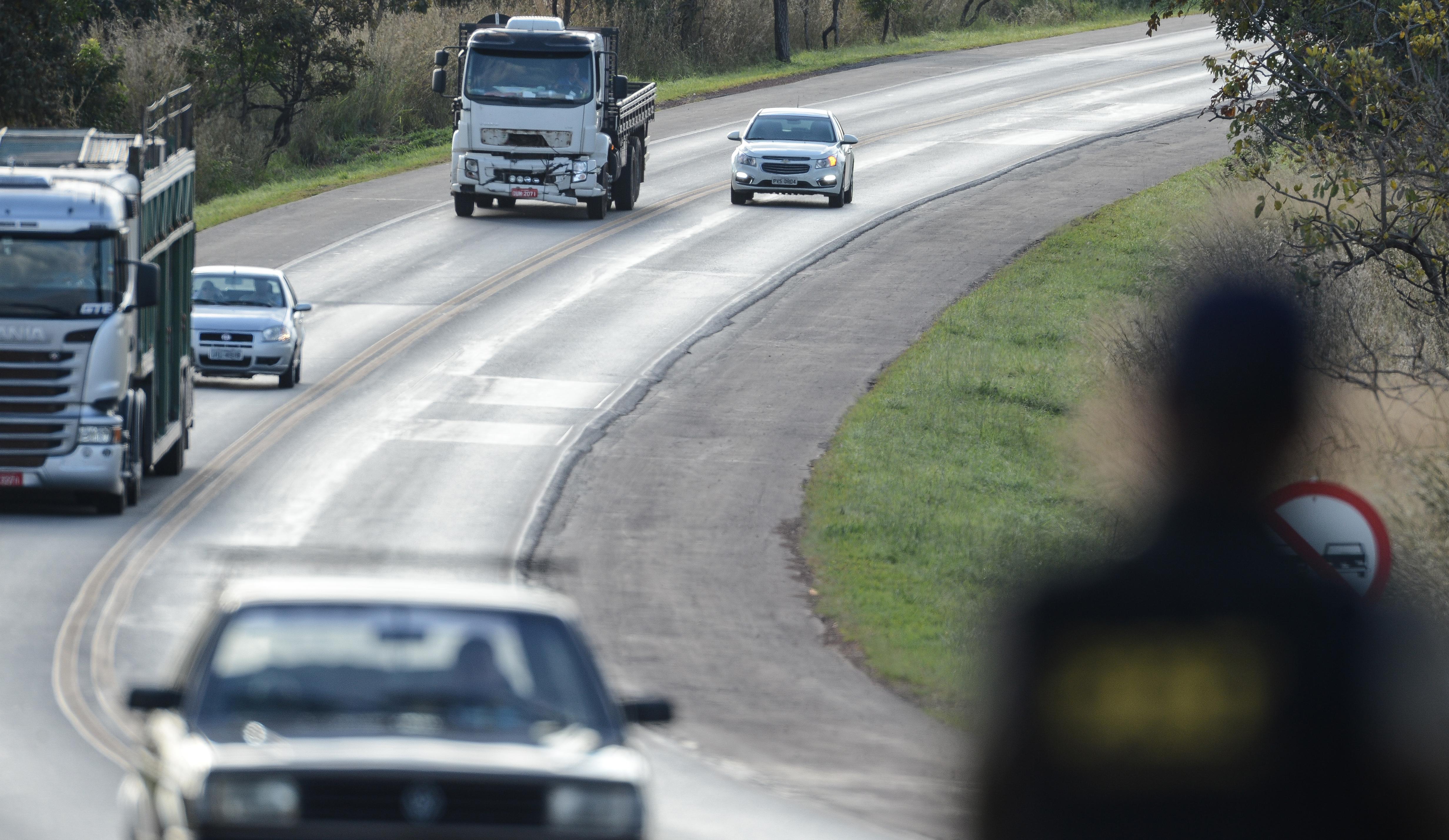 Ultrapassagem em rodovia: conheça as regras