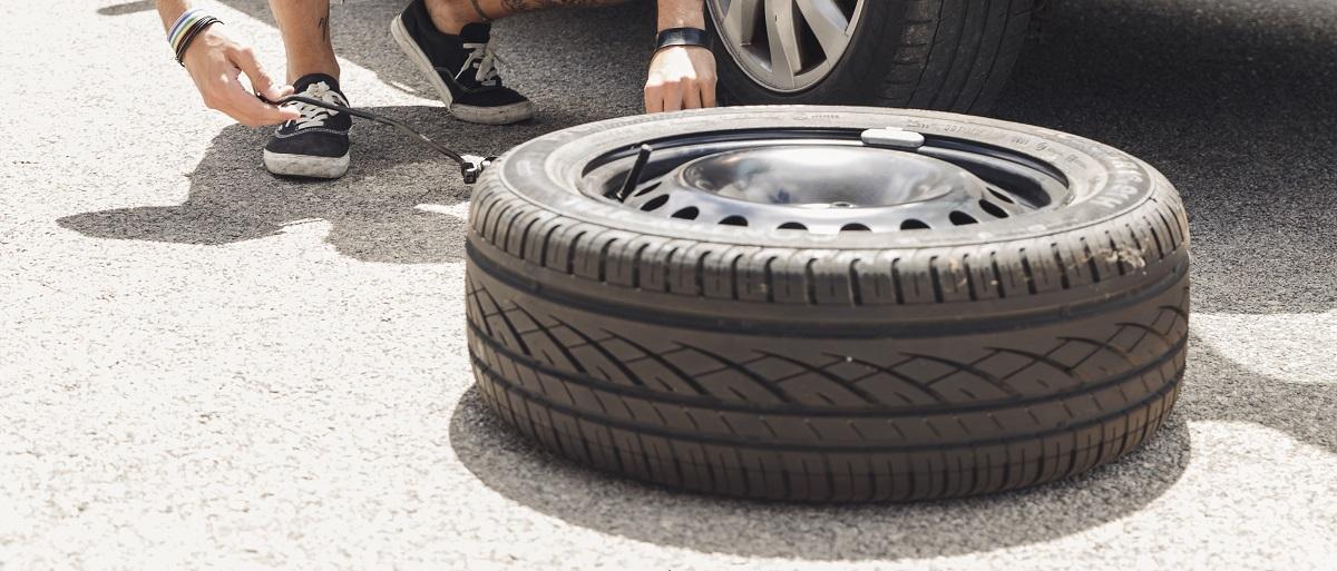 Pneu furado: aprenda a trocar pneu em 6 passos simples